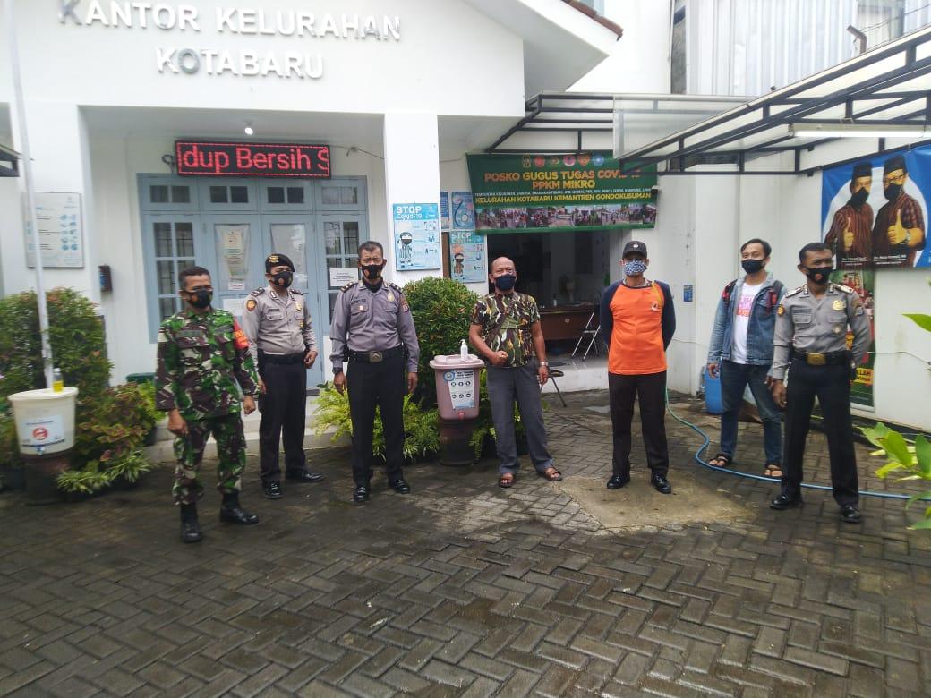 Kunjungan Tim Satgas Covid Polresta Yogyakarta Di Posko PPKM Kelurahan Kotabaru