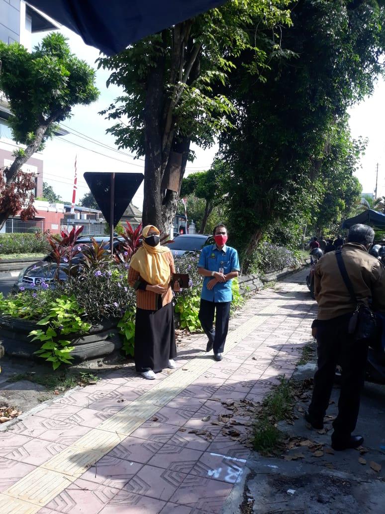 Peninjauan dan pengukuran rencana pembangunan pedestrian Jl. Sudirman